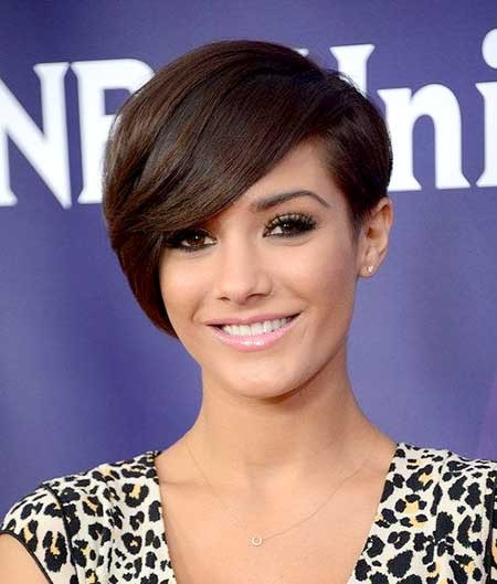Short-Side-Swept-Bob-Hairdo-with-Inverted-Ends Long Pixie Hairstyles