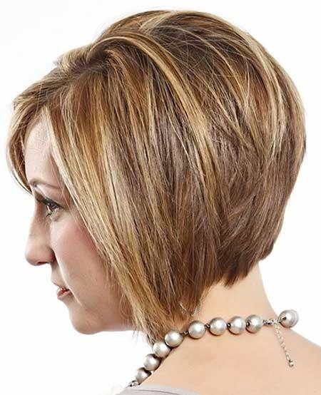 Short-Voluminous-Bob-Hairstyle Layered Bob Haircuts
