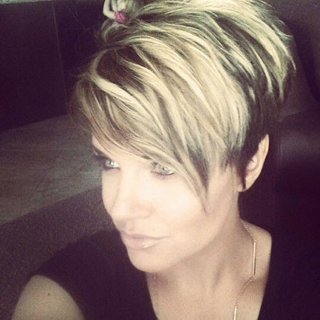 Black-and-Blonde-Pixie-Cut Trendy Short Haircuts for Women