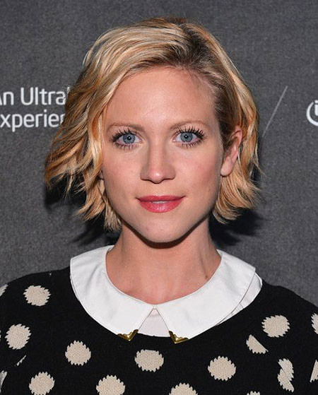 Brittany-Snow-Short-Hair-356 Short Hairstyles for Wavy Hair