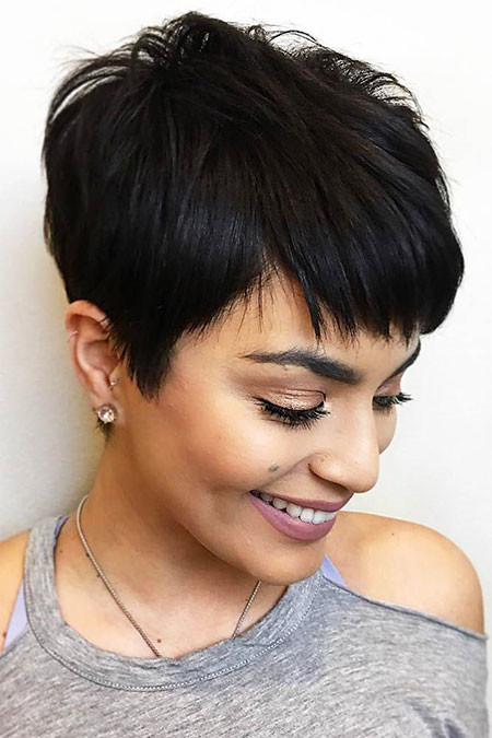 Classy-Pixie-with-Choppy-Bangs Chic Short Haircuts with Bangs