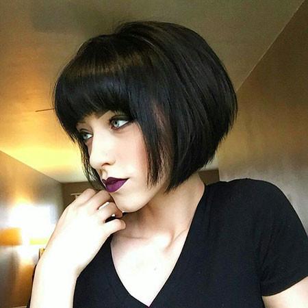 Dashing-Bob-with-Bangs Chic Short Haircuts with Bangs