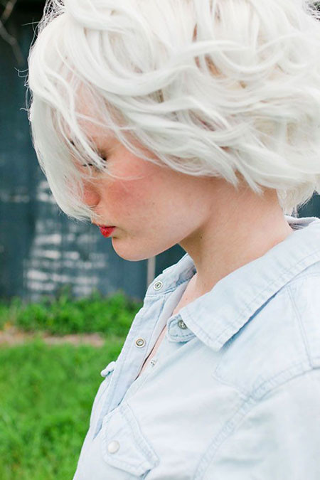 Fashionable-Loose-Curls Best Short White Blonde Hair