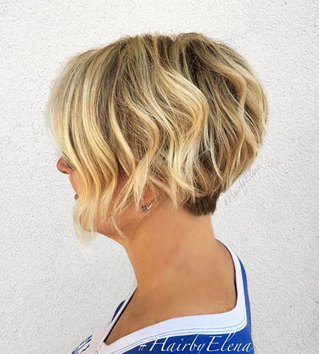 Graduated-Short-Bob Short Hairstyles for Wavy Hair