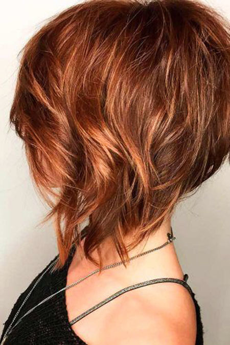 Inverted-Wavy-Bob Trendy Short Haircuts for Women