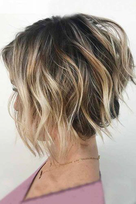 Light-Wavy-Lob Best Layered Bob Hairstyles