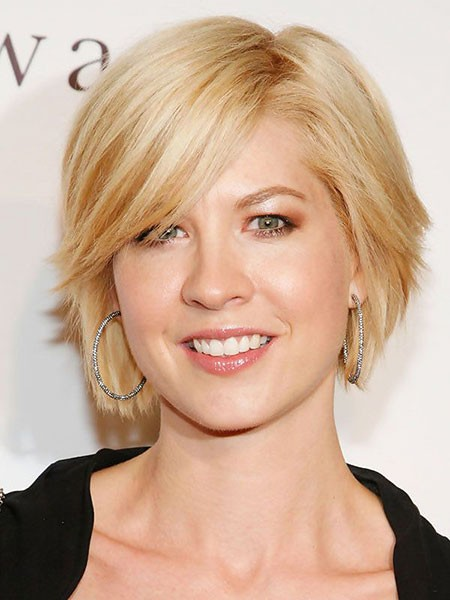 Natural-Look-with-Side-Swept-Bangs Short Hairstyles for Oblong Faces