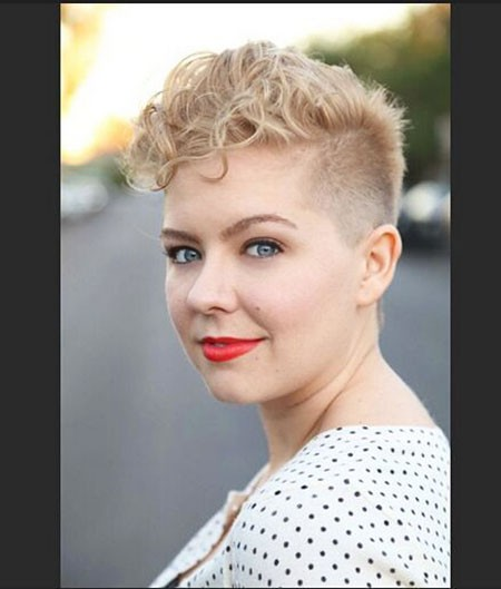 Pixie-Curly-Hair-for-Round-Face Chic Short Curly Hairstyles for Women