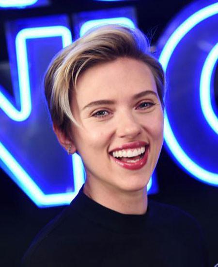 Short-Hair-with-Bangs Best Scarlett Johansson Short Hair