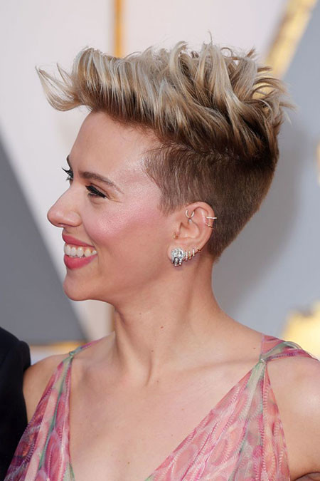 Short-Side-Pixie Best Scarlett Johansson Short Hair