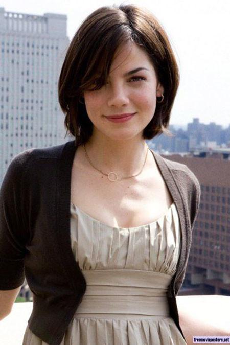 Stylish-Short-Hair Chic Short Haircuts with Bangs