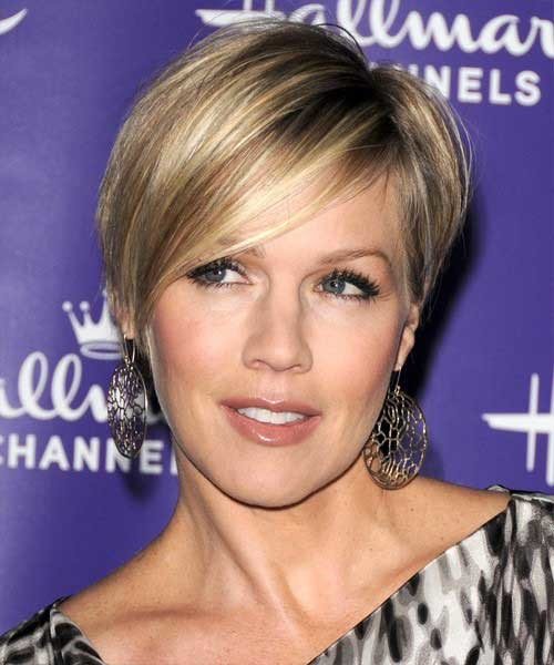 celebrity-haircuts-straight-hair Popular Celebrity Short Haircuts
