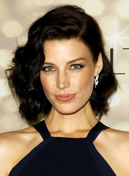 20-Brunette-Short-Curly-Hair-656 Short Haircuts for Wavy Thick Hair