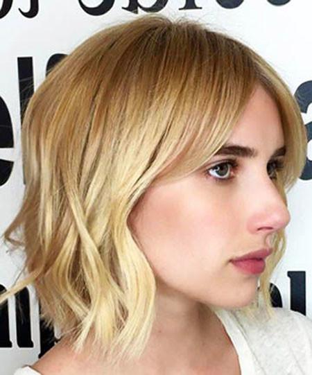 23-Emma-Roberts-Hair-2018-636 Short Blonde Hair with Bangs