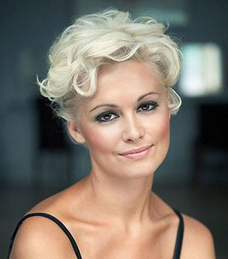 23-Very-Short-Curly-Hairtyles-679 Short Hairstyles for Women Over 50