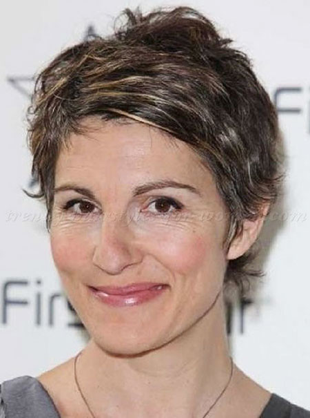 25-Short-Hairtyles-for-Women-Over-50-681 Short Hairstyles for Women Over 50
