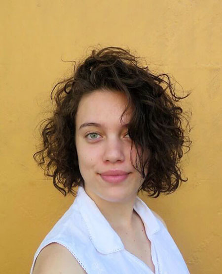 6-Short-Curly-Hair-Women-451 Short Curly Hairstyles for Women