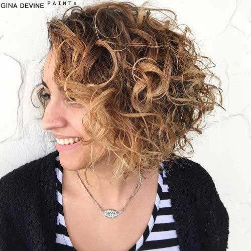 Messy-Curly-Hairstyle Best Curly Short Hairstyles