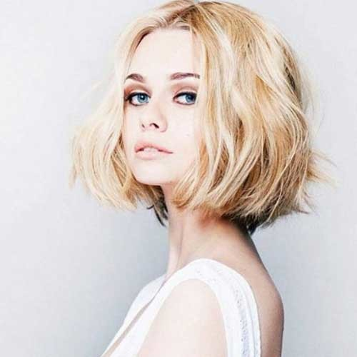 Thick-Blonde-Hair Chic Blonde Bob Hairstyles for Women