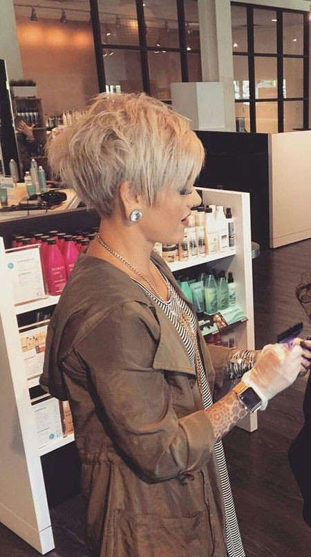 Female-Pixie-Hairstyle Best Pixie Haircuts for Over 50 2018 – 2019