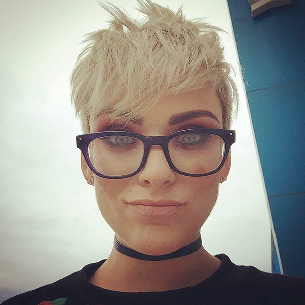 Pixie-HairStyle-with-Glasses Best Pixie Cut 2019