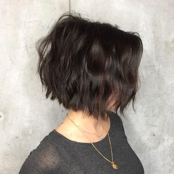 Short-Wavy-Bob-Hairstyle Best New Bob Hairstyles 2019