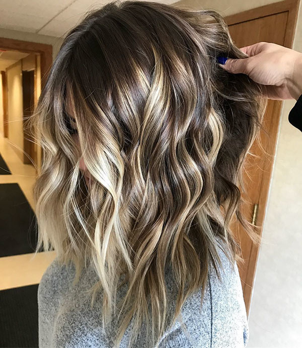 Short-Winter-Hairstyle Popular Short Wavy Hairstyles 2019