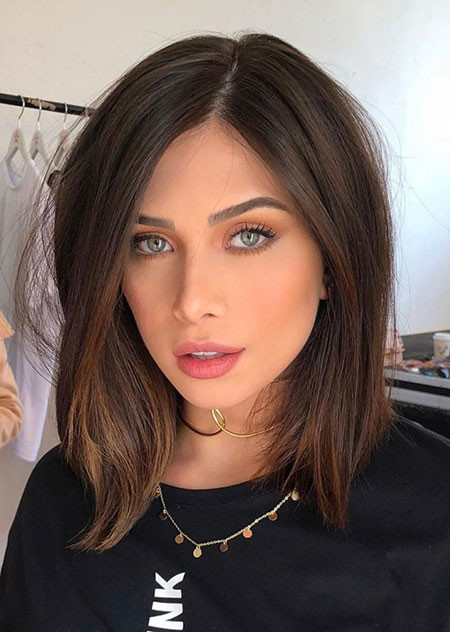 Side-Parted-Hair Popular Short Haircuts 2018 – 2019
