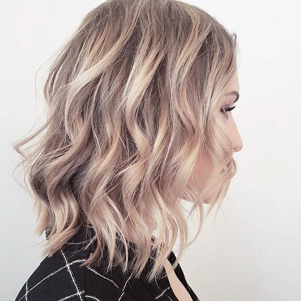 18-short-haircuts-for-wavy-hair-blonde-highlights Best Short Wavy Hair Ideas in 2019