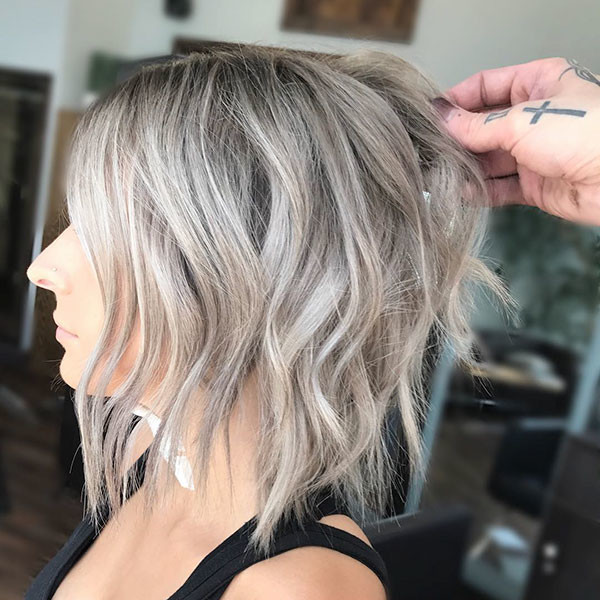 Choppy-Layers-and-Waves Best Short Wavy Hair Ideas in 2019