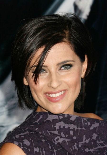 Cute-Short-Hairdo-with-Short-Bangs Popular Short Straight Hairstyles