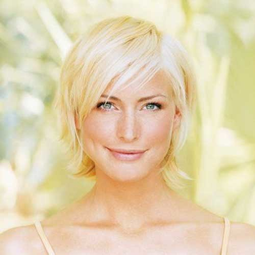 Shinny-Blonde-Bob-Hairdo-for-Fine-Hair Short Straight Hairstyles for Fine Hair