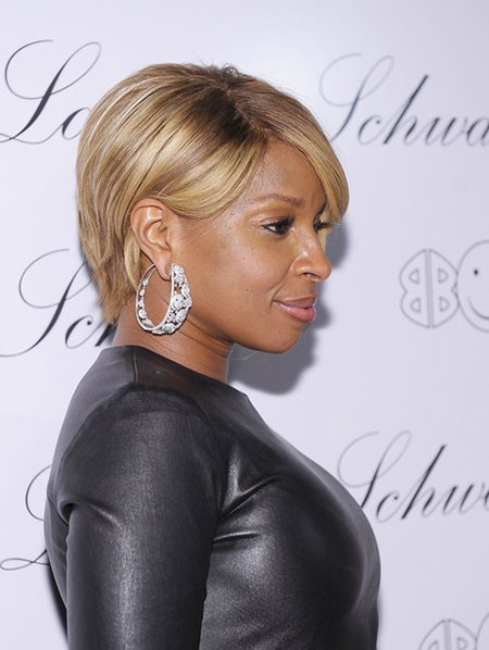 Side-View-of-Blonde-Colored-Short-Hairstyle Popular Short Straight Hairstyles