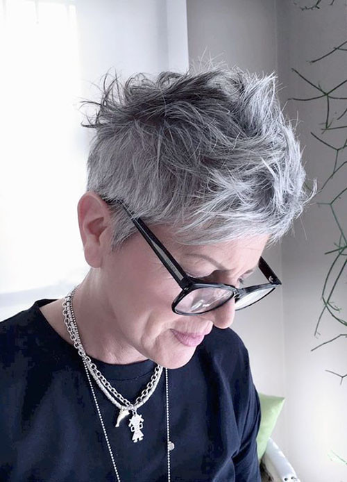16-pixie-cuts-for-older-women Beautiful Pixie Cuts for Older Women 2019