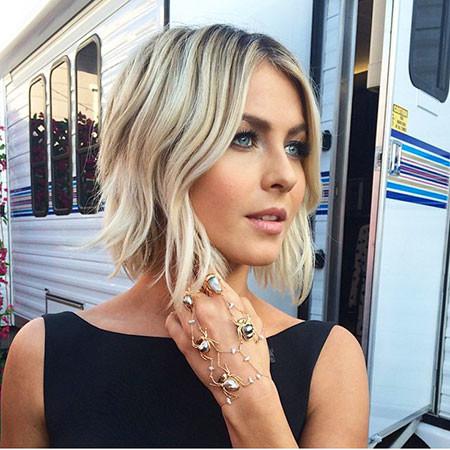 Amazing-Wavy-Style Popular Short Blonde Hair 2019