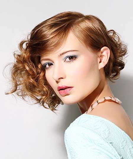 Asymmetrical-Hairstyle-for-Girls-with-Curly-Hair Short Styles for Curly Hair