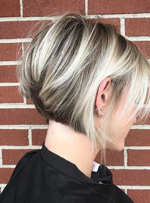 Chunky-Lights Chic and Eye-Catching Bob Hairstyles