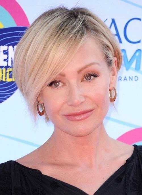 Portia-de-Rossi's-Short-Hairstyle-with-Side-Parted-Bangs Short Bob Haircut with Bangs