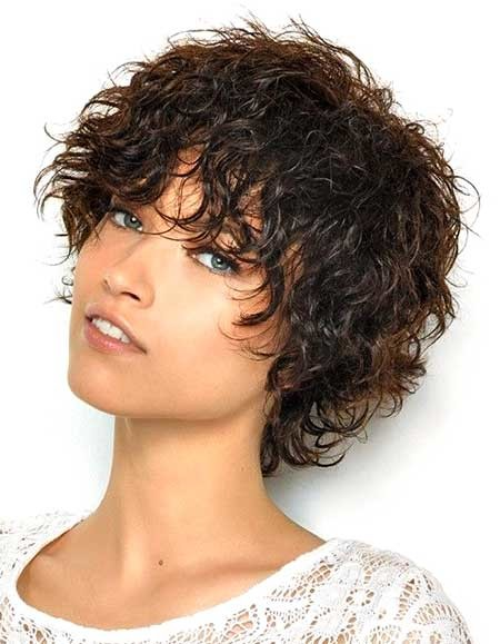 Short-Messy-Wavy-Hairstyle-for-Girls-with-Curly-Hair Short Styles for Curly Hair