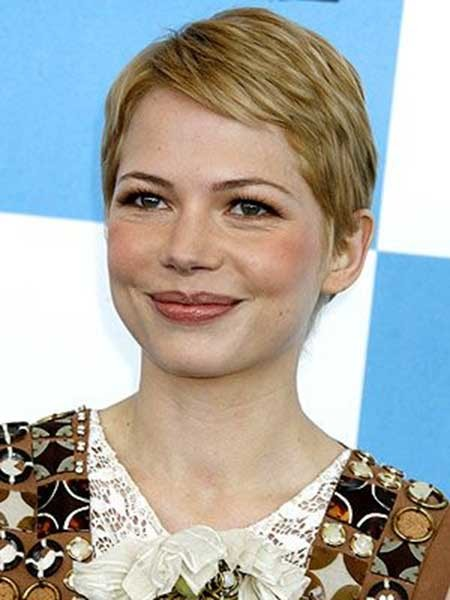 Simple-Short-Pixie-Haircut-with-Side-Swept-Hair Short Pixie Cuts for Women