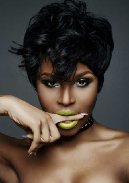 The-Pretty-Messy-Pixie-Hairstyle-with-Lovely-Bangs Nice Short Hairstyles for Black Women