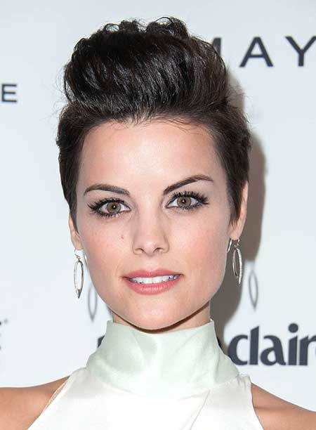 Top-Cute-Stylish-Look Beautiful Short Celebrity Hairstyles