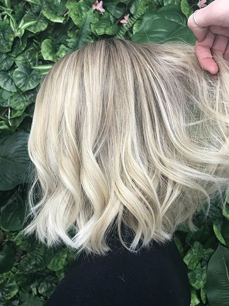 Wavy-Hairstyle Popular Short Blonde Hair 2019
