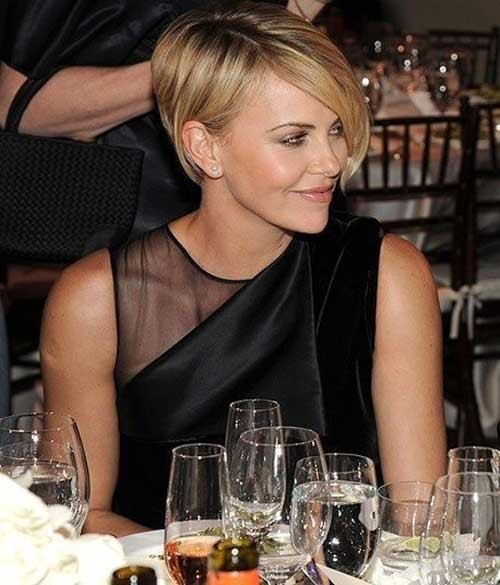 Charlize-Theron's-Long-Pixie-Blonde-Hairstyle Long Pixie Haircuts