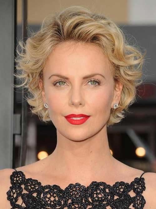 Classy-Short-Blonde-Wavy-Haircut-for-Round-Faces Short Wavy Hairstyles for Round Faces