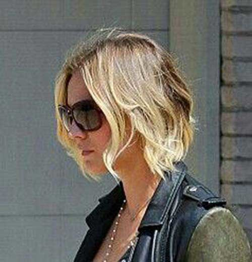 Kaley-Cuoco-Bob-Hairstyle Eye-Catching Short Hairstyles in 2019 for Wavy Hair