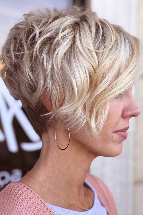 Layered-Wavy-Short-Hair Simple Short Hairstyles for Pretty Women