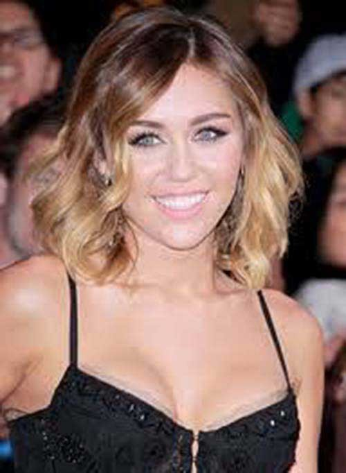 Miley-Cyrus-Short-Hairstyle Eye-Catching Short Hairstyles in 2019 for Wavy Hair