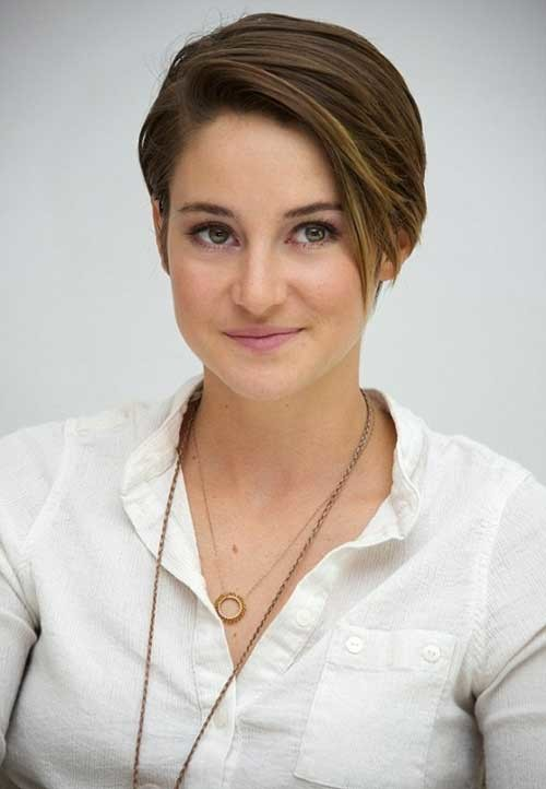Shailene-Woodley's-Growing-Long-Pixie-Straight-Hair Long Pixie Haircuts
