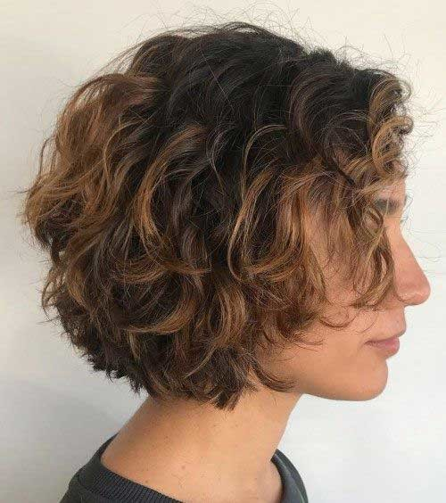 Short-Bob Curly Bob Hairstyles for Chic Women
